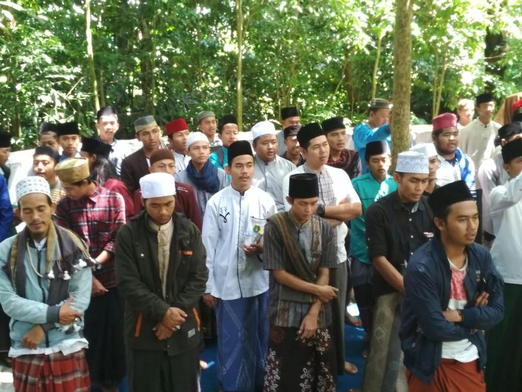 Jaga Tradisi, Ponpes Hidayatul 'Ulum Khataman Kitab di Area Makam Kyai